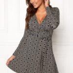 chiara-forthi-sonnet-mini-wrap-dress-navy-beige-patterned