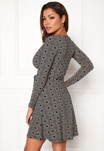 chiara-forthi-sonnet-mini-wrap-dress-navy-beige-patterned_2