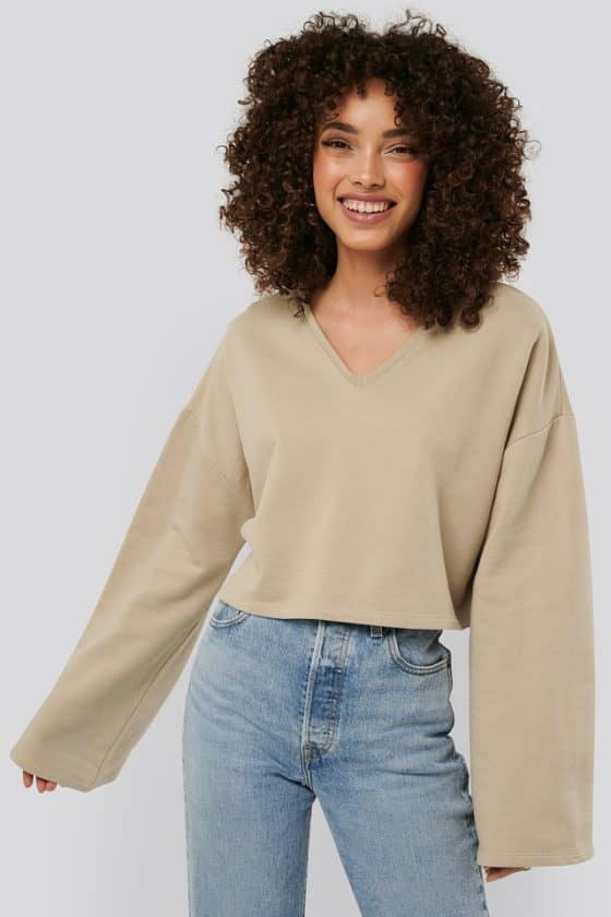 nakd_cropped_v_neck_oversized_sweater_1018-003618-0005_02a (1)