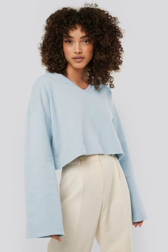 nakd_cropped_v_neck_oversized_sweater_1018-003618-0047_01a