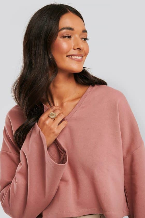 nakd_cropped_v_neck_oversized_sweater_1018-003618-8991_01g