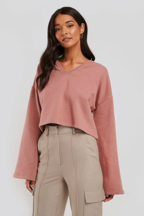 nakd_cropped_v_neck_oversized_sweater_1018-003618-8991_02a