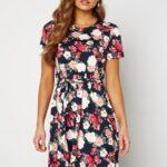 happy-holly-tova-ss-dress-navy-patterned_8